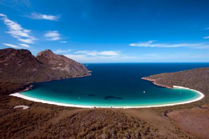 Wineglass-Bay-Tasmania-420x0