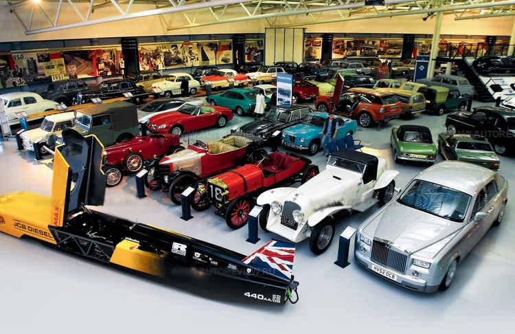 Photo-of-cars-from-the-Heritage-Motor-Centre